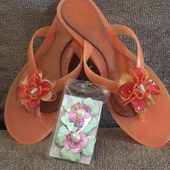 5b9fad19c989 Women coral orange colored flip flops